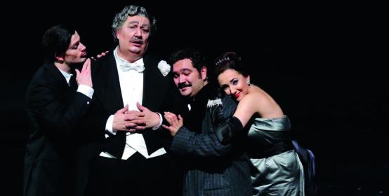 Una foto di scena del Don Pasquale, Teatro alla Scala