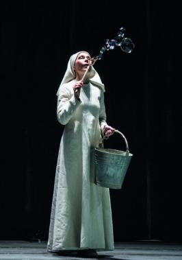 Sandrine Piau è Soeur Constance nei Dialogues des Carmélites andati in scena al Comunale di Bologna